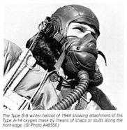 220px-B-8_winter_helmet_&_A-14_oxygen_mask_(1944)